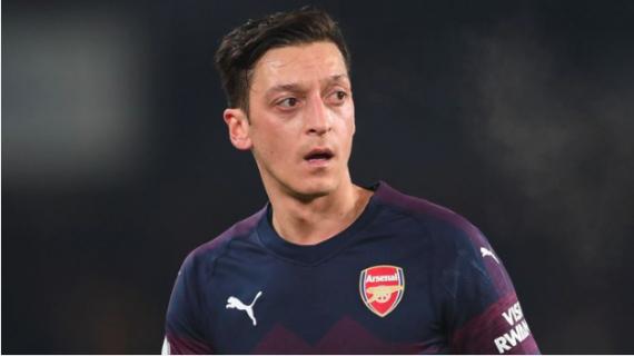 Meragukan Masa Depan Ozil di Arsenal