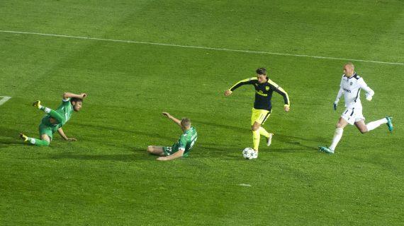 10 Gol Yang Paling Mempermalukan Lawan