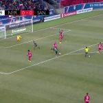10 Gol Spektakuler Dari Tengah Lapangan