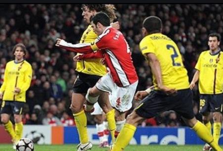 Ketika Cesc Fabregas Bobol Gawang Barcelona Dalam Kondisi Patah Kaki